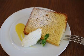 逗子にあるイタリアン「カンティーナ」のシフォンケーキ