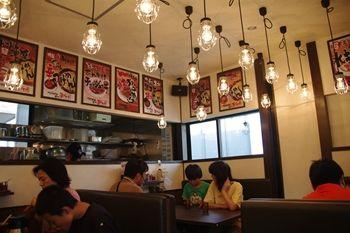 横浜東山田にあるつけ麺専門店「あびすけ」の店内