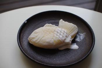 横浜大口にある白鯛焼きのお店の冷た〜いヤキ
