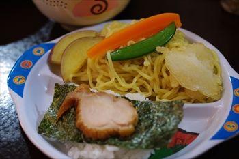 鎌倉にあるつけ麺専門店「麺屋 波(WAVE)」の子供カレーセット