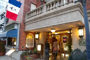 横浜馬車道にあるレトロな喫茶店「馬車道十番館」の外観