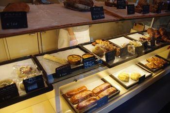 逗子にあるパン屋「パンヤコット(Panya Cotto)」の店内