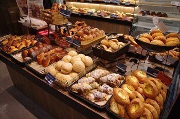 横浜みなとみらいにあるパン屋「R Baker」の店内