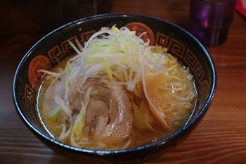 横浜東白楽にあるラーメン店「薄野 中村屋」の味噌ラーメン