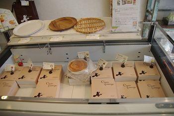 葉山にあるチーズケーキのお店「コモンベベ」の店内