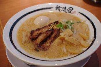 横浜ベイクォーターにあるラーメン店「我流風」のラーメン