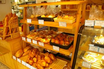 横浜金沢区のおいしいベーカリー「ブレドール」の店内2