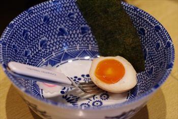 横浜白楽にあるつけ麺のお店「くり山」の取り皿