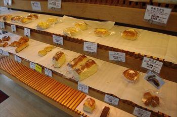 横浜綱島にあるパン屋「ロアール」の店内