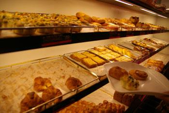 横浜高島屋にあるフォションのパン屋の店内