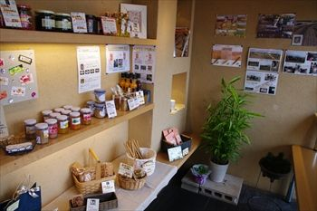 神奈川県伊勢原にあるパン屋「ムール ア ラ ムール」の店内