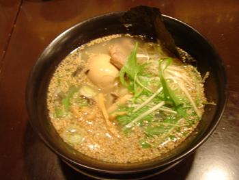 横浜ルミネ6Fのラーメン屋さん「七匹の子ぶた」の塩ラーメン