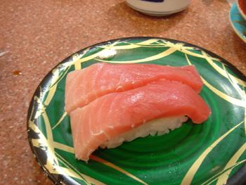 横浜相鉄ジョイナスの回転寿司「魚敬」の中トロ