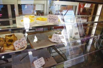 横浜鶴ヶ峰にあるパン屋さん「越路」の店内