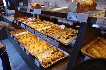 横浜立場にあるパン屋さん「薫々堂」の店内