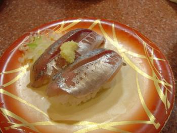 横浜相鉄ジョイナスの回転寿司「魚敬」のアジ