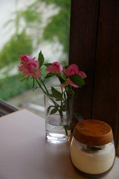 横浜山手の喫茶店「エレーナ」のテーブル