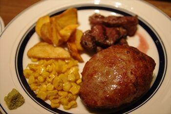 新横浜にあるステーキ専門店「ゴッチーズビーフ」のハンバーグ