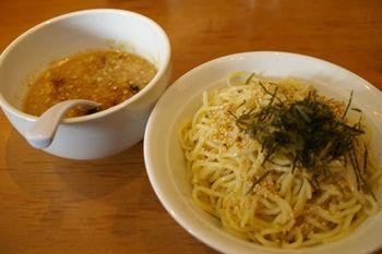 横浜ベイクォーターにあるラーメン店「麺家 三士」のつけ麺