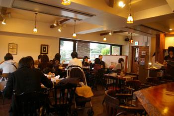横浜綱島のスープカレーのお店「ハンジロー」の店内