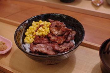 横浜関内にある食事処「北海道オホーツク 美幌食堂」の豚丼