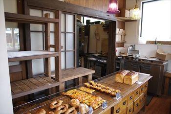 横須賀にあるパン屋「芦兵衞 芦名ベーカリー」の店内