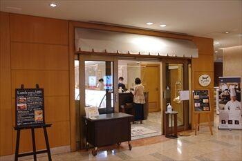 横浜にあるペストリーショップ「ドーレ」の入り口