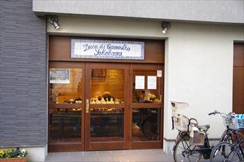 横浜妙蓮寺にあるパン屋「デューカディカマストラ」の外観