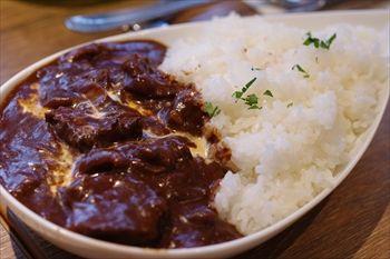 横浜西口エリアにあるカフェ「ビーンデイジー」のハヤシライス