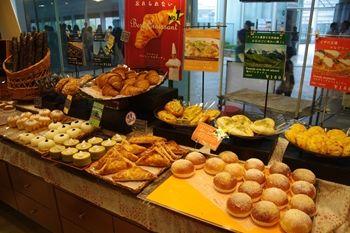 横浜ベイクォーターにあるパン屋さん「ヴィクトワール」の店内