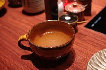 新横浜にあるしゃぶしゃぶ専門店「しゃぶせん」のスープ