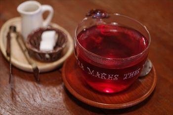 横浜黄金町にあるカフェ「カフェ ショコラ」の紅茶
