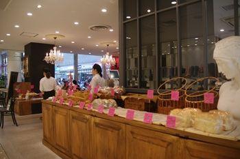 川崎にあるパン屋「ル・ディマンシュ」の外観