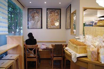 横浜妙蓮寺にあるパン屋「ブーランジェリー 14区」の店内
