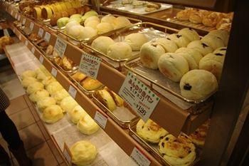 ららぽーと横浜にあるパン屋「ポール・ボキューズ」の店内