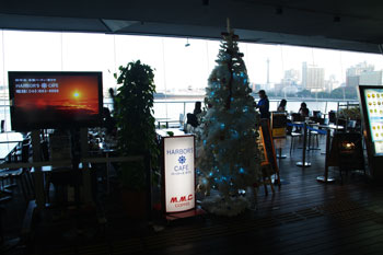 横浜港大さん橋にあるカフェ「ハーバーズカフェ」の入り口
