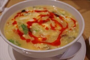 横浜にある人気中華料理店「一味玲玲」のスーラー麺