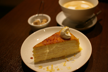 横浜西口のおしゃれなカフェ「リマプル」のミルクレープ