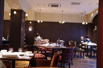 横浜センター北にあるレストラン「ラ・メゾン」の店内