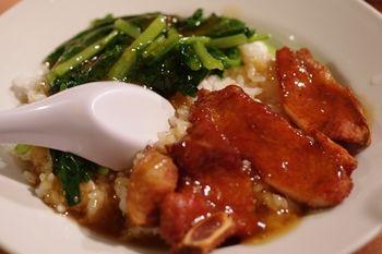 横浜中華街の水餃子が人気のお店「山東」の排骨飯