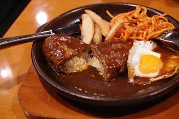 新横浜にあるハンバーグのお店「陶板焼きハンバーグ 俵屋」のランチ