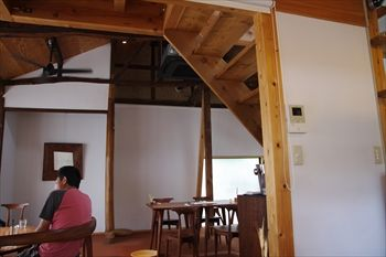 鎌倉長谷にあるカフェ「カフェルセット鎌倉」の店内