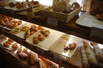 横浜金沢文庫にあるパン屋「ブーランジェリーM」の店内
