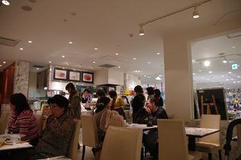 新横浜プリンスペペにあるカフェ「ケユカカフェ」の店内
