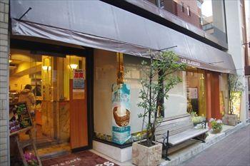 横浜関内にあるパン屋「レェ・グラヌーズ」の外観