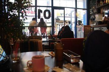 町田にあるカフェ「ゼロワンカフェ」の店内