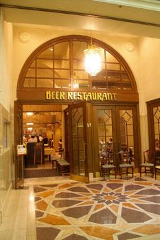 横浜崎陽軒本店のビアレストラン「アリババ」の入り口