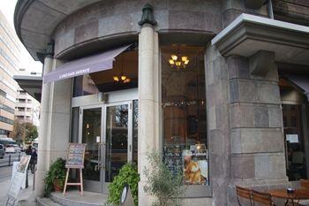 横浜日本大通りにあるレストラン「ランチャンアベニュー」の外観