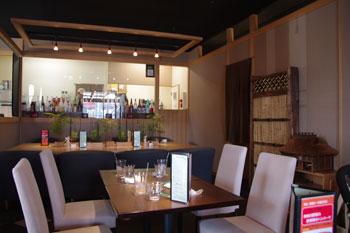 横浜仲町台にあるレストラン「アンファンス」の店内