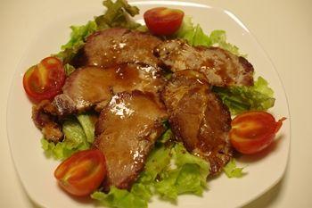 横浜桜木町にある肉のお惣菜屋さん「尾島商店」の焼豚